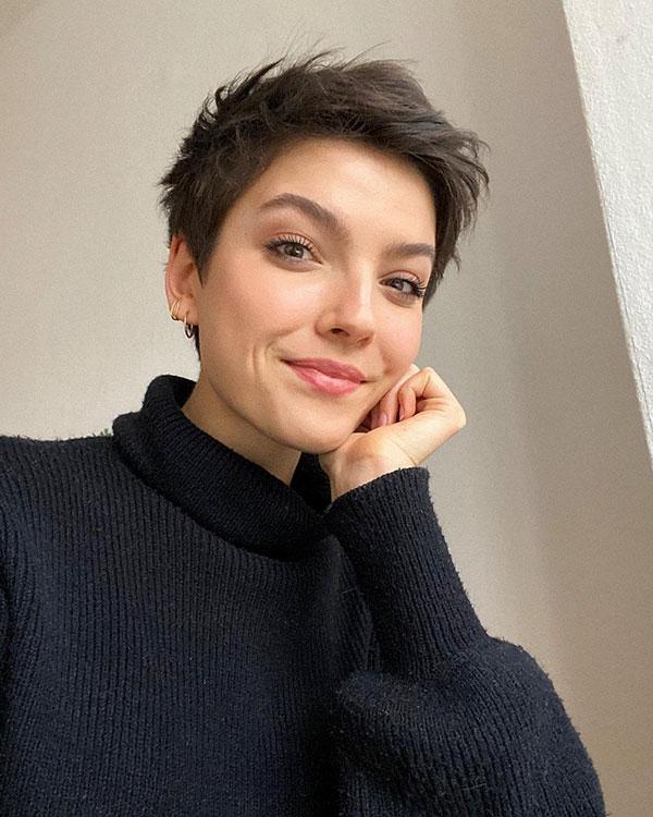 short hair cut for ladies